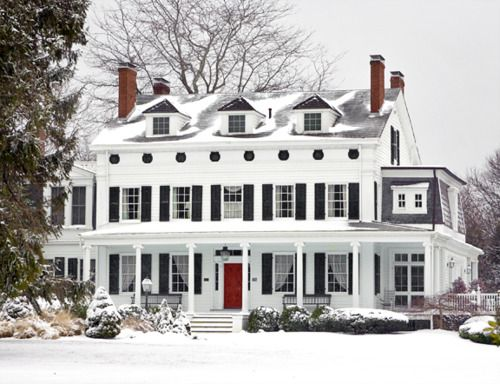 house:DRed Doors, White Houses, Dreams Home, Christmas House, Dreams House, Black Shutters, Southern Charm, Porches, Dream Houses