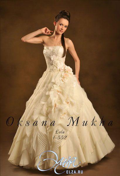 Cвадебное платье Лола: пышное платье (бальное), стиль звибел, длинное платье, с прямым вырезом, с пышной юбкой, без шлейфа, модель до 2016 года, без рукавов, комплект: корсет + юбка, эксклюзивное в Москве, в ограниченном количестве, юбка с воланами, прозрачный корсет, основная ткань: кружево, атлас, тафта, органза