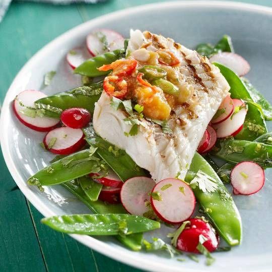 Recept - Geroosterde kabeljauw met peultjes-radijssalade - Boodschappenmagazine