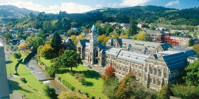 De la célèbre «University of Cambridge», à la prestigieuse université de Stanford, en passant par la Coimbra au Portugal, découvrez les plus belles écoles supérieures du monde.
