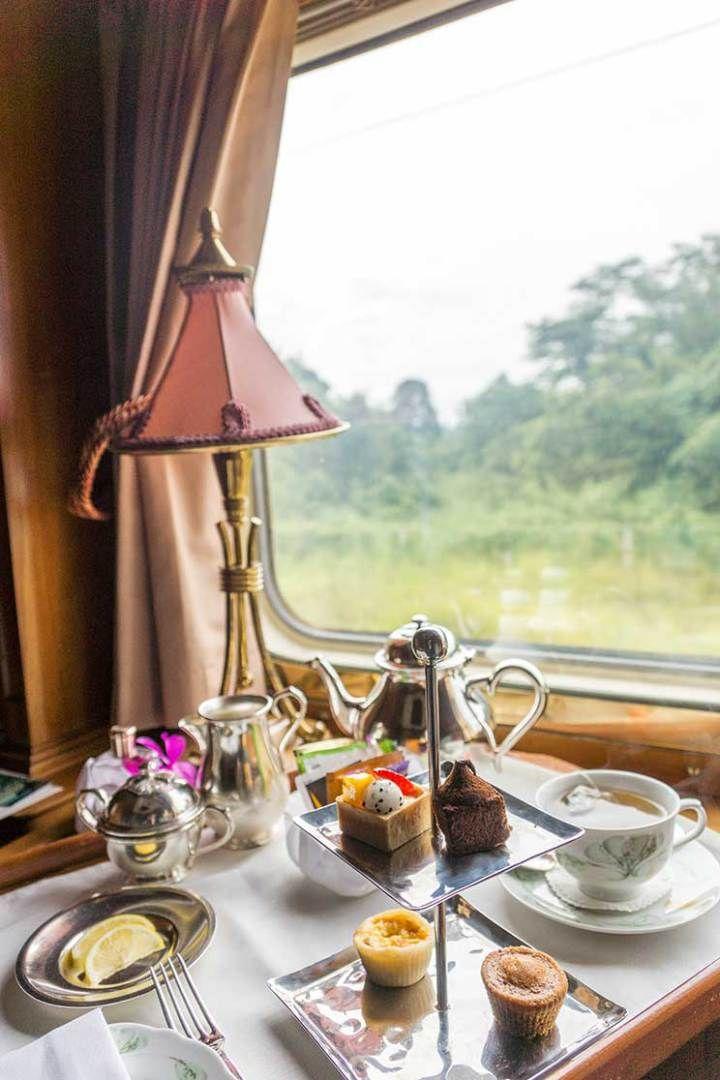 Chá da tarde particular a bordo do Belmond Eastern & Oriental Express. Experiência única! Veja mais no blog.