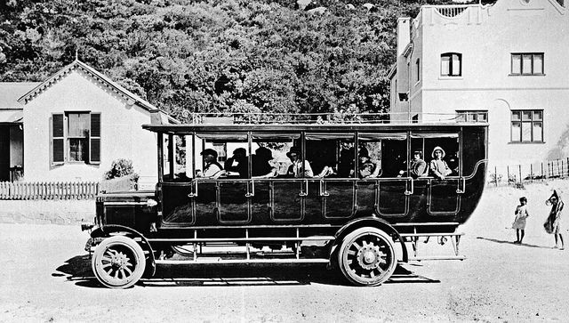 Bus to Wynberg leaving the Beach Hotel, Hout Bay    1920