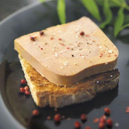 Foie gras : tradition ou barbarie? Histoire d'une tradition très ancienne. Comment fabrique-t-on le foie gras? Pourquoi le foie gras est-il controversé?