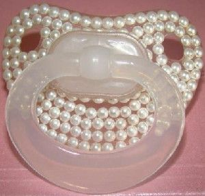 Chupeta com perolas - Roupas e Acessórios para Bebê: For Babies, Pearls Passion, Mama S Pearl, Pearls Pearls, Pearly Treasures