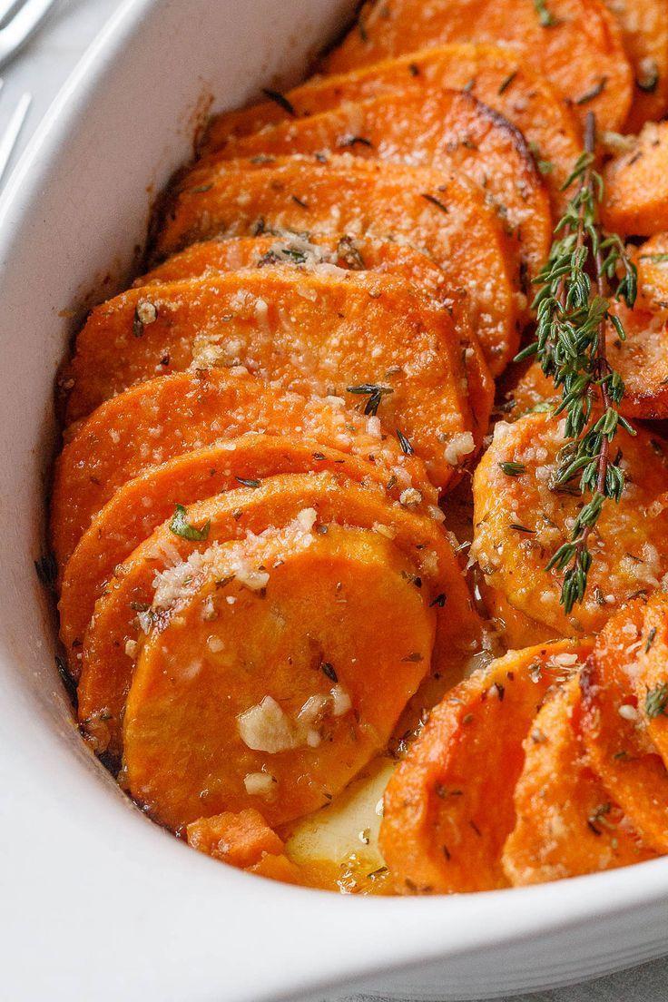 Knoblauch-Parmesankäse-gebratene Süßkartoffeln