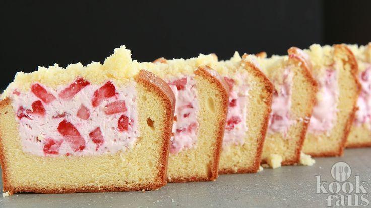 Smullen: een cake gevuld met cheesecake.. dat is toch hemels? Je maakt 'm met maar 4 ingrediënten!