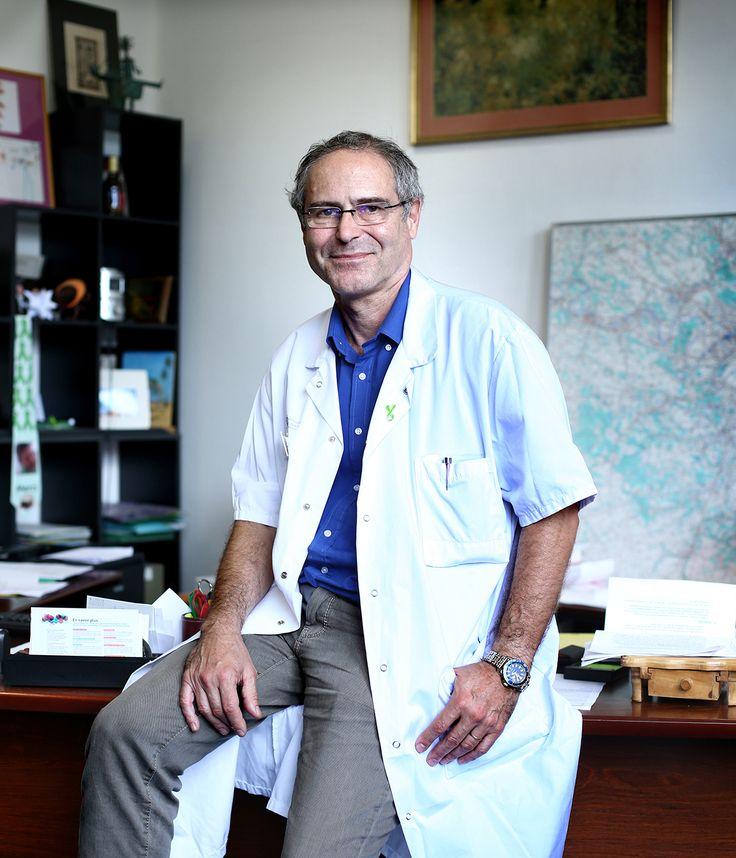 """Le professeur Christian Perronnedénonce depuis des années le déni autour de la maladie de Lyme chronique. Pour lui, et pour la centaine de médecins qui lancent dans """"l'Obs"""" un appel à la ministre de la Santé, il faut agir. Vite."""