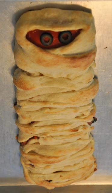 - Braided Mummy Pizza | Holidays - Halloween | Pinterest | Pizza ...