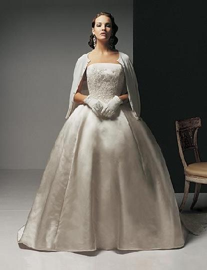 Traditional style irish wedding dress irish celtic for Jackie o wedding dress designer