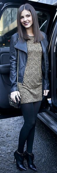 Cheers dress, black leggings, pointed black booties, leather jacket, on-length hair --- love this!!!