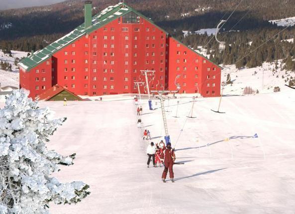 Uludağ'ın zirvesinde, sonsuz beyazlığın ortasında, dünya standartlarında bir kayak ve snowboard merkezi olarak hizmet veren Karinna Hotel kendine ait liftleri ve kayak okulu ile kış sporları tutkunlarının vazgeçilmez buluşma noktası.  Uludağ 2. gelişim bölgesinde 1. Bölgeye 1 km, Bursa merkeze 35 km , Havaalanına 89 km, İstanbul'a 278 km, Ankara'ya 415 km uzaklıkta yer almaktadır uzaklıkta olan Karinna Hotel sunduğu dinamik yaşam tarzı ve minimalist çizgisiyle özlenen tatili vaat ediyor.