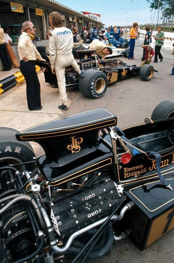 Emerson Fittipaldi Lotus in 1972 while boss Colin Chapman talks tactic with Ronnie Peterson