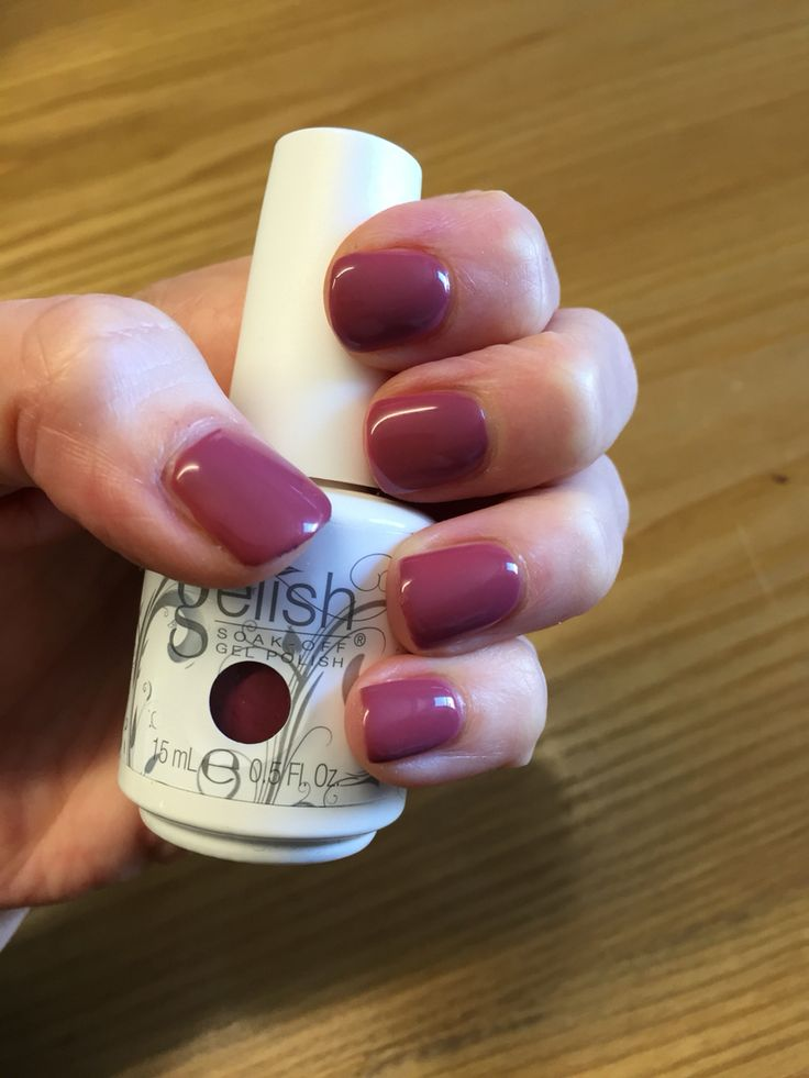 ❤️ Harmony Gelish Exhale - This is my very first use of Gelish at home...and I'm pretty dam pleased with myself!! Gelish is so much easier to apply than nail polish. I wish I had bought the kit ages ago instead of paying someone else!!
