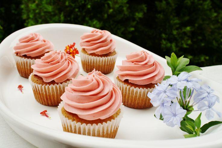 Sorprende a tu familia cocinando unos deliciosos Cupcakes con Philadelphia sabor a fresa y llena tu mesa de sonrisas.