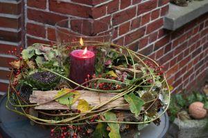 Warmes Licht: Der Altweibersommer kündigt die dunkle Jahreszeit an. Langsam, aber sicher... verbringen wir immer mehr Zeit im Haus und zünden Kerzen an.