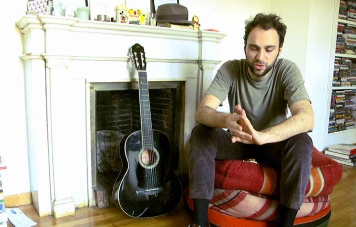 """Arriva il documentario """"Non comprate i miei dischi e sputatemi addosso"""". Un progetto che doveva essere solo una tesi di laurea, e invece... #testaintasca #indie #roma #musica #rocknroll #maledizione"""