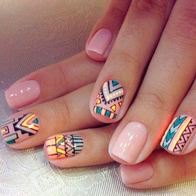 Los diseños en las uñas llegaron para quedarse, ¿les darías una oportunidad? Cuéntanos cuales son tus preferidos y si te le mides a este #ManiMonday, #AcanthaMeEncanta. Img inspiración vía: https://goo.gl/Tyn2Xn  #AcanthaLover #notd #nails #bling #manicure #glitter #silverglitter #manimonday #pretty #nailart #mani #polish #glam #rednails #beautyblogger #instabeauty