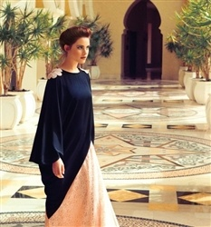 2 colour abaya - stunning for a special event. Love the shoulders <3