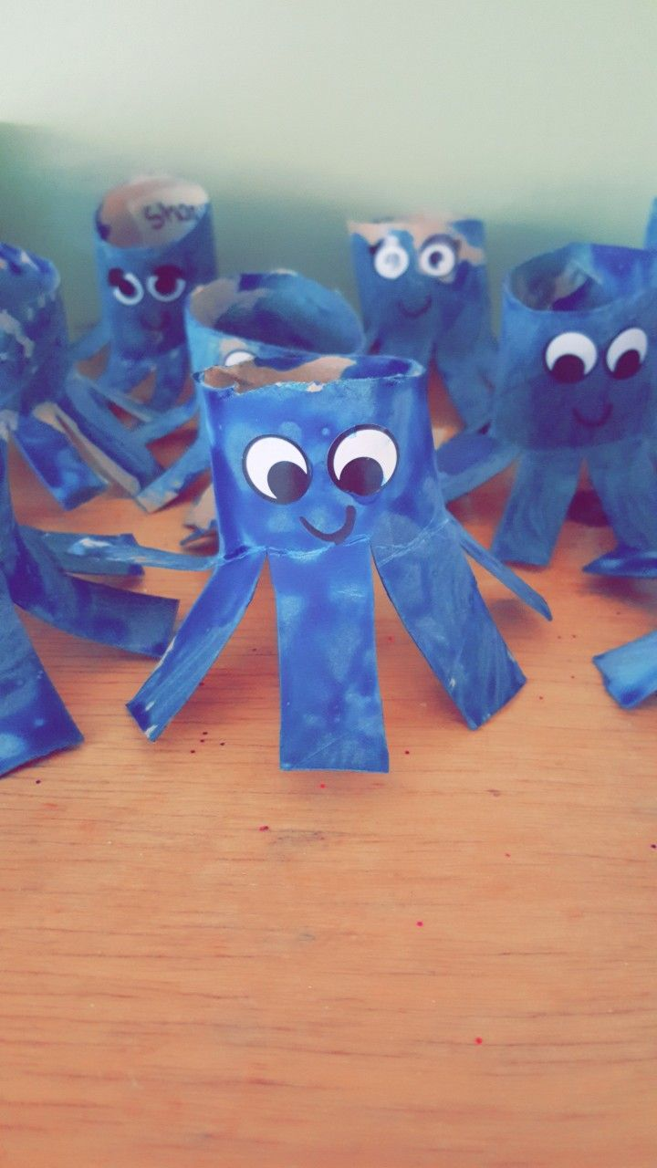 preschool aquarium craft, cut a paper towel roll, have children paint and add eyes and a mouth when the paint dries. viola.... octopus !