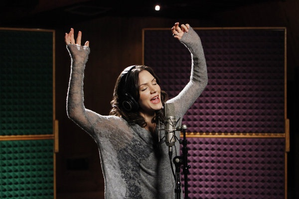 Sing it Karen! #Smash: Kddanc Sweaters, Singing Aft Lessons, Katharine Mcphee3, Movie Tv And History, Public Singing Aft, Katharine Mcphee 3, Brighter, Sun Ohhh, Mcphee Covers