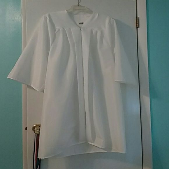 Jostens White Graduation cap and gown Its white, the front of the cap has a little bit of make up on it from my graduation, only worn once. The gown is for someone who is 5'4-5'6. jostens Other