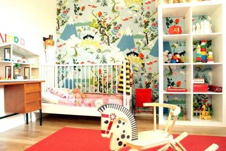 Mamma Elin har skickat in sin dotter Indras, 2,5 år, fina barnrum. Familjen bor i ett kedjehus på Vendelsö, utanför Stockholm. Sängen, hyllan, mattan och tyget på väggen är från Ikea, bordet är från...