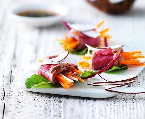 Rindfleisch-Tataki mit Asia-Gemüse und Kokosnuss