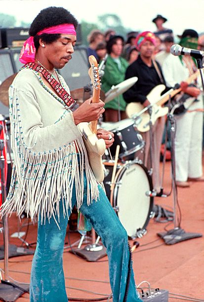 On the final day of the definitive rock weekend of the '60s countercultural revolution, Jimi Hendrix woke up the crowd at Woodstock with a b...