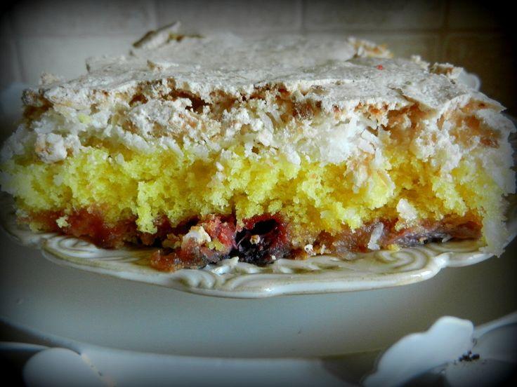 Ciasto z truskawkami i bezową pianką...