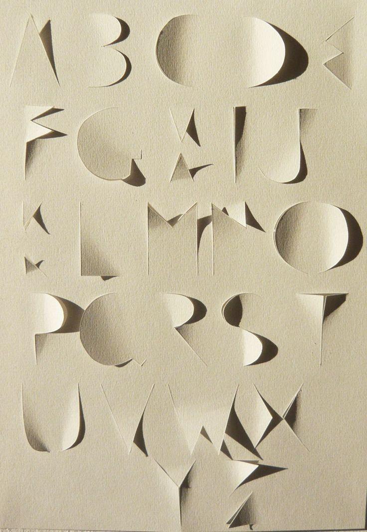 Alphabet coupé by @Hélène Ducrocq   ---> http://www.oeilbleu.com