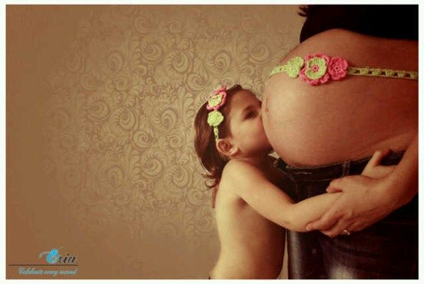 Pregnant Inez and her other child looking gorgeous wearing our Smitten headband.