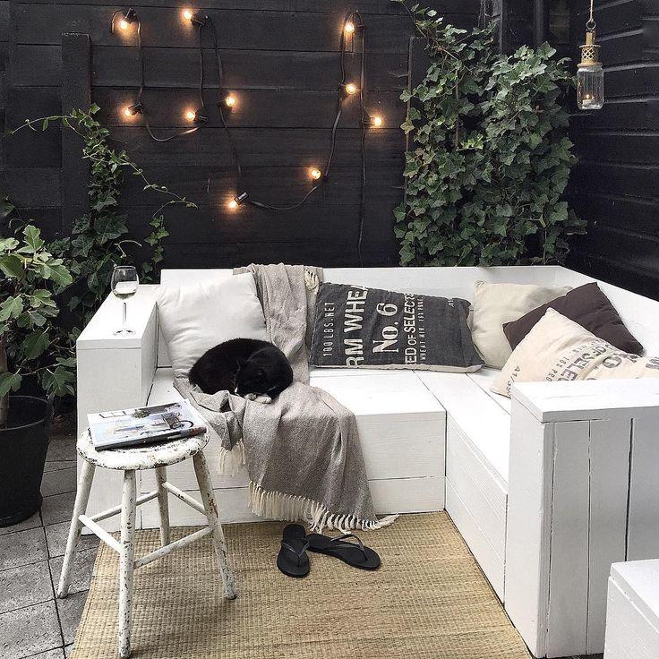 Toch maar een houten bank op de veranda?? Foto van @quellejoy op Instagram