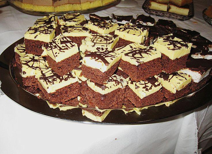 Eierlikörkuchen vom Blech, ein sehr leckeres Rezept aus der Kategorie Kuchen. Bewertungen: 8. Durchschnitt: Ø 4,2.