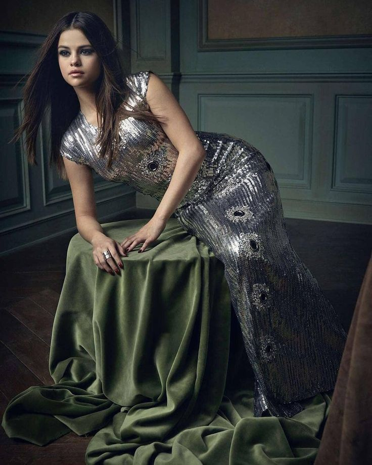 vanityfair: The countdown begins! Photograph of @SelenaGomez by @MarkSeliger. vanityfair: Comienza la cuenta regresiva! Fotografía de @SelenaGomez por @MarkSeliger. #SelenaGomez #Selena #Selenator #Selenators #Fans
