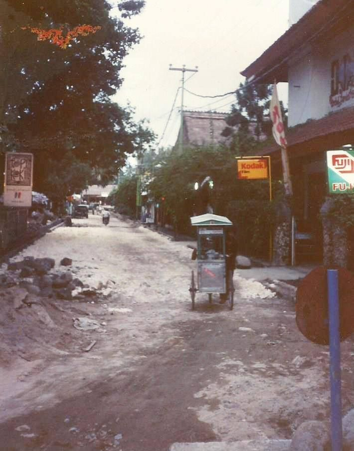 Rum Jungle Rd in the 1980s - just being surfaced
