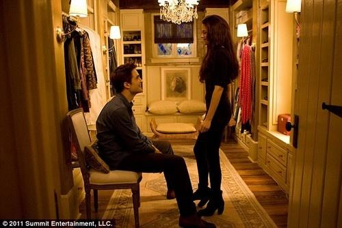 A imagem do dia é o closet bem apetitoso de Bella Swan em Breaking Dawn.    Alguém por aí anda ansioso pela estreia do filme no Brasil?