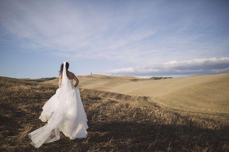 Matrimonio nelle suggestive campagne senesi, all'insegna dei sorrisi e del divertimento.