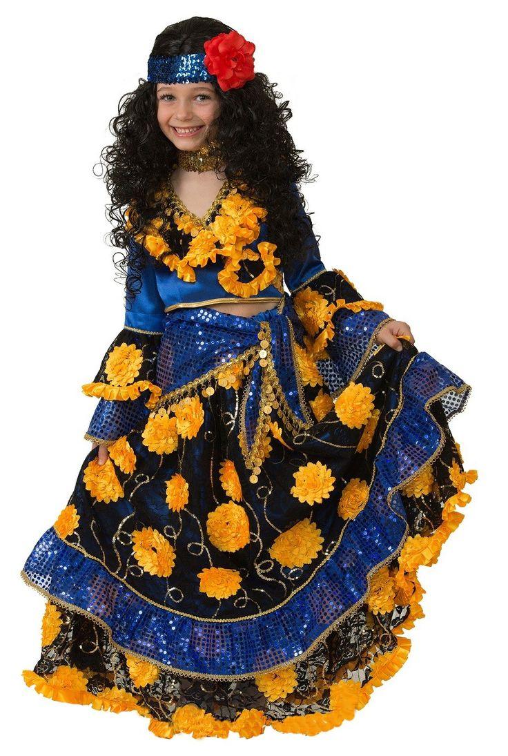 Детский костюм цыганки включает юбку, платок, топ и головной убор. Чтобы купить его со скидкой, кликайте на ссылку — http://fas.st/3CeTJ