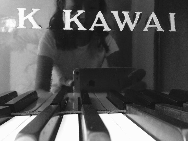 Classy piano pic. Nice undertones.