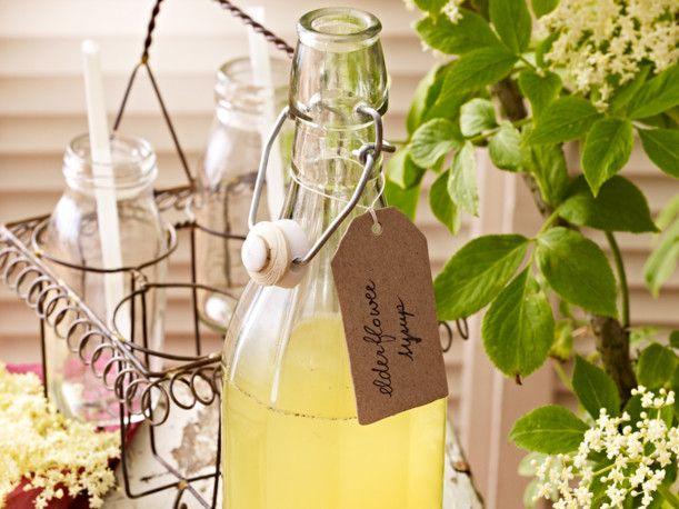 Unser beliebtes Rezept für Holunderblüten-Sirup und mehr als 55.000 weitere kostenlose Rezepte auf LECKER.de.