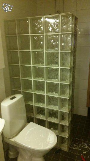 Suihkuseinä lasitiilistä