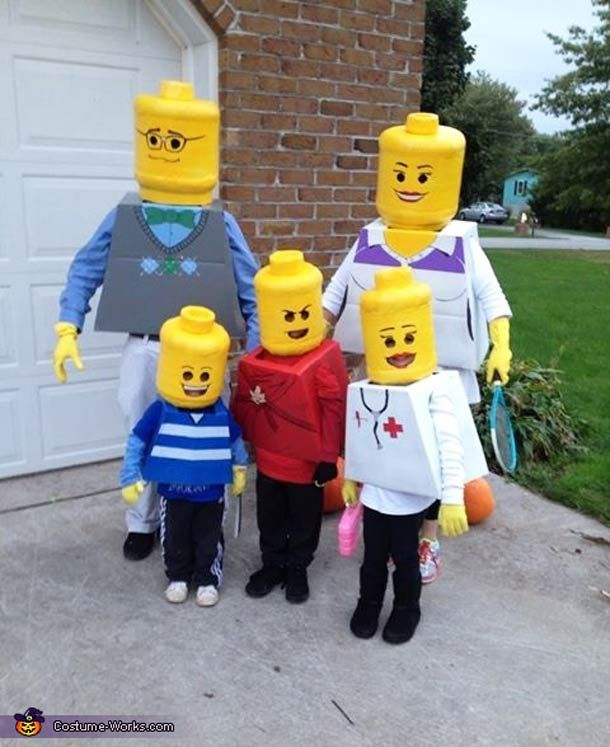 """LEGO Family"", five great DIY costumes designed by an American family for Halloween, handmade with love with cardboard and paint... Simple and effective, I lov"