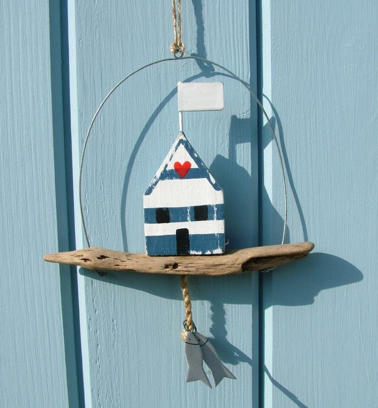 This cute little door hanger is made with a piece of for Beach hut decoration ideas