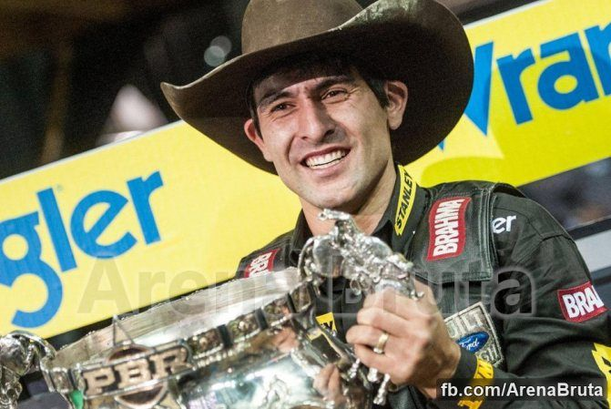 Silvano Alves becomes the first to win back to back PBR championship finals....2012