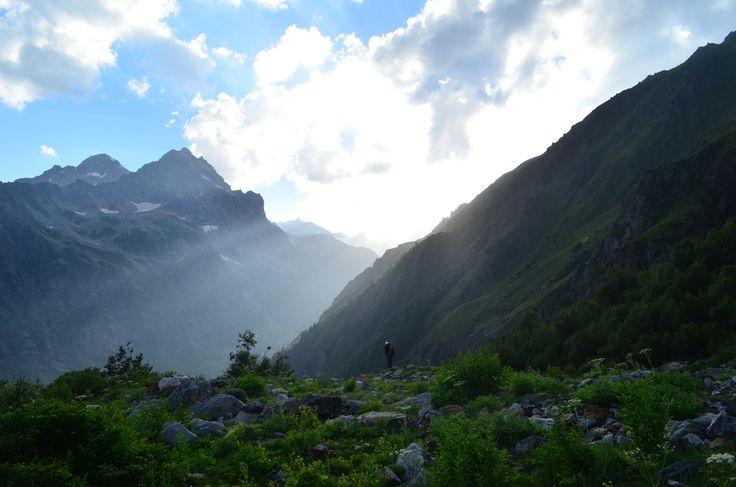 Ты - часть гор и чувствуется это в первый же день восхождения. Как бы сложно не было, какие бы риски не грозили... ради таких моментов стоит двигаться вверх.   С уважением к приключениям, команда hikeup.net