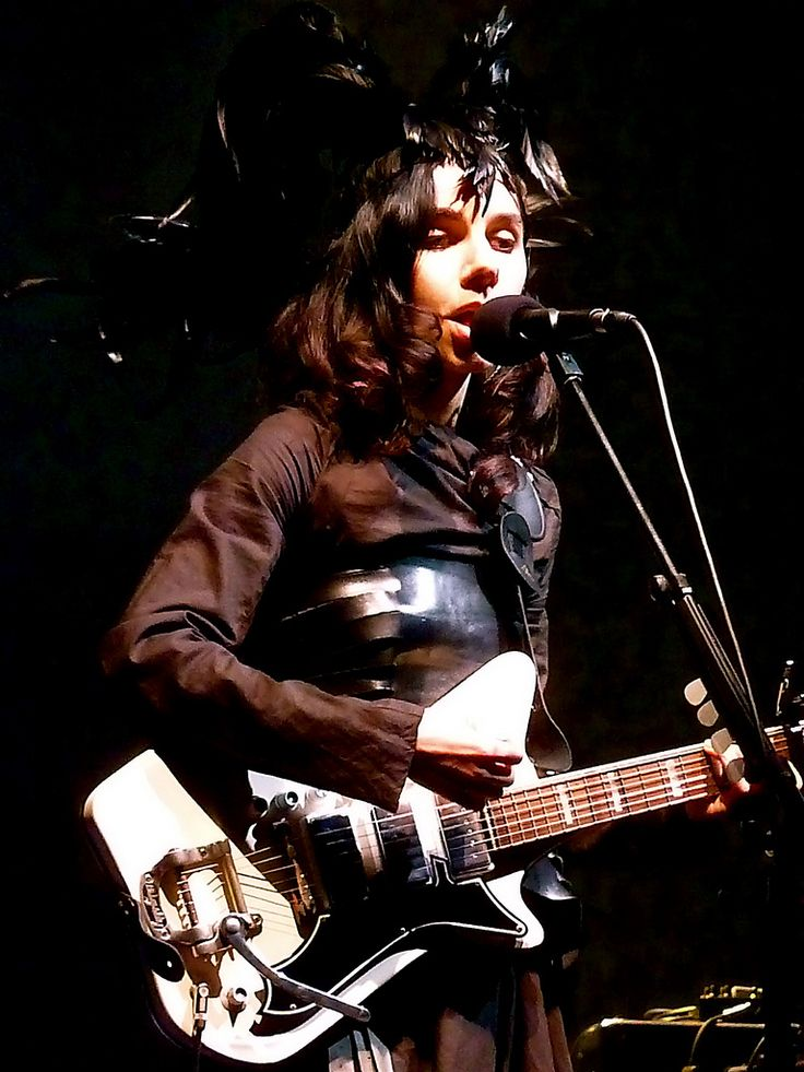 <3 PJ HARVEY <3 - Full concert at l'Olympia in Paris 2011 - watch it here and enjoy : http://videos.arte.tv/fr/videos/pj_harvey_a_l_olympia_live_2011-4021650.html - <3
