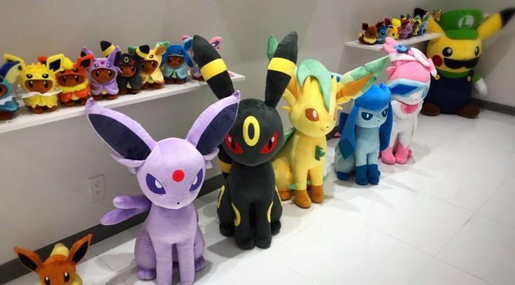 Pokémon Center muestra nuevos peluches de las evoluciones de Eevee a tamaño real