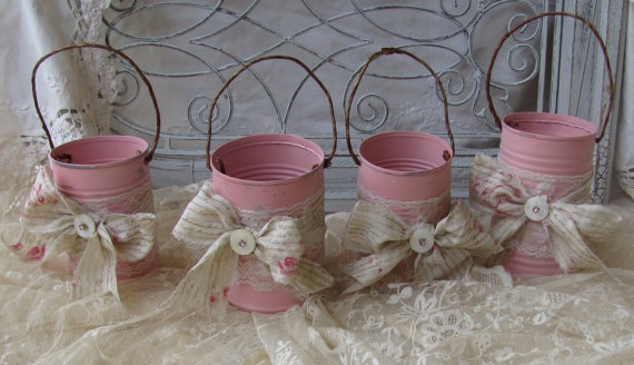 Shabby chic tin cans that can be painted and decorated in a variety of colors.