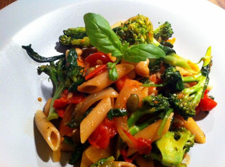 Pasta med grönsaker i tomatsås från Jävligt gott