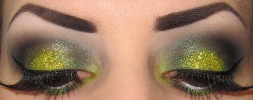 .: Green Glitter, Costumes Stuff, Glittery Green, Green Especi Glittery, Ivy Costumes, Beautiful Ideas, Limes Green, Beautiful Eye, Eye Lips